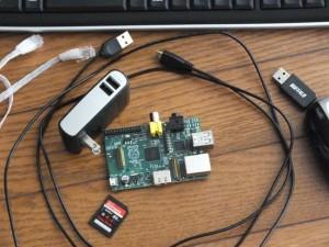ラズベリーパイ、SDHCカード、USB電源、マウス・キーボード、ケーブル類