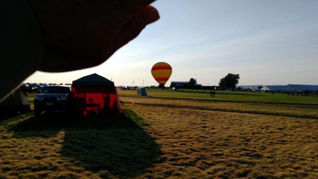 熱気球の準備が始まった