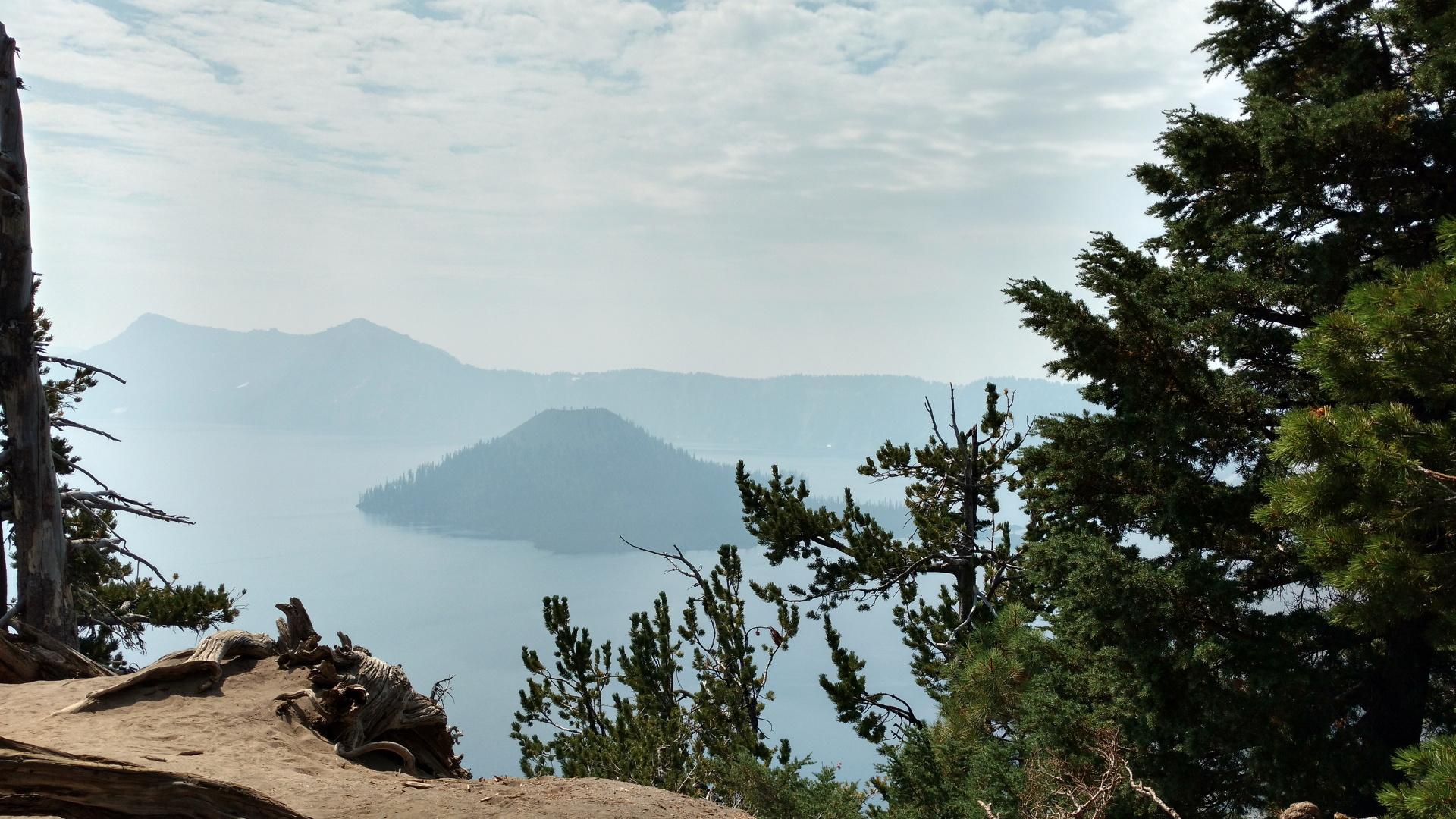 綺麗なカルデラ湖です