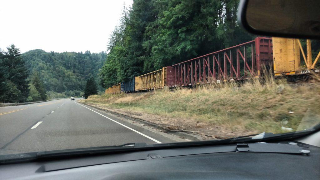 貨車の列を見かけた。長い長い・・・。
