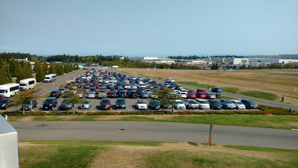 駐車場はほぼ満杯です
