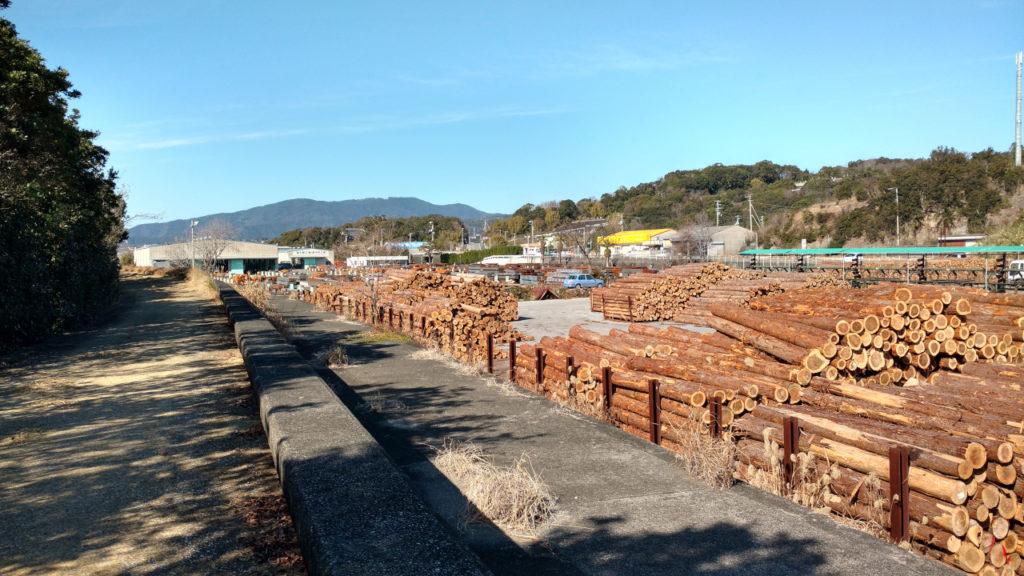 県森連の貯木場