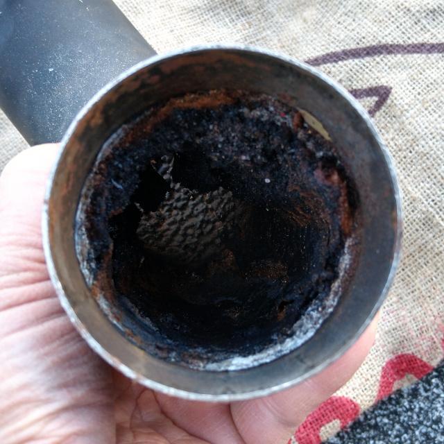 焙煎機内の排気パイプ